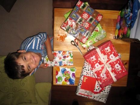 Unser 5-jähriger Joash im Geschenke-Glück!